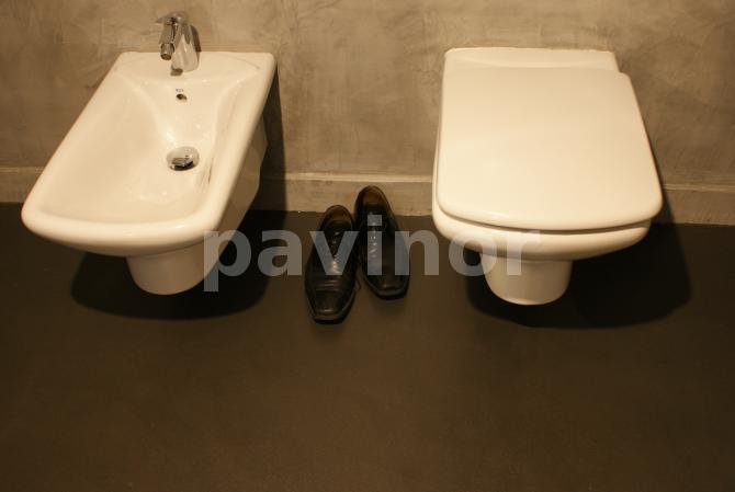 Baño Microcemento Gris:Baño realizado en microcemento gris y pavinox color argenta Los
