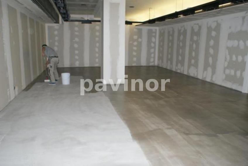 Realizaci n de un suelo autonivelante decorativo en color - Pavimento de microcemento ...