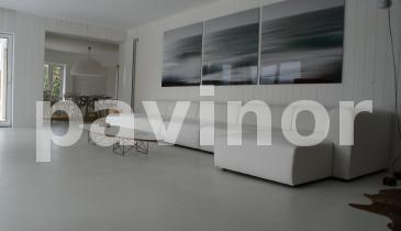 suelo salón microcemento gris claro 1