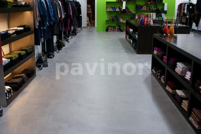 Tienda en Lisboa microcemento color gris
