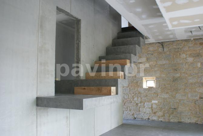 Losa quebrada pavinor microcemento y pavimentos decorativos - Escalera prefabricada de hormigon ...