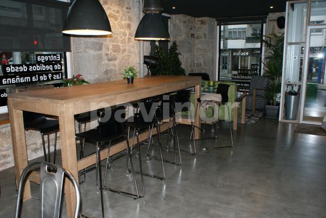 la industrial, cafeteria en Santiago de Compostela con pavimento de microcemento