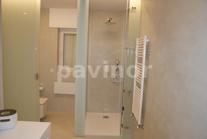 baño microcemento gris claro 3