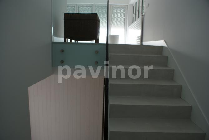 escaleras microcemento gris claro 5