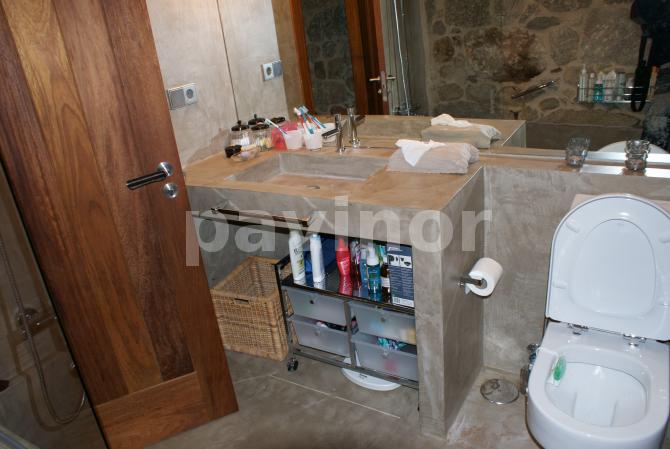 Mueble da baño y lavabo en microcemento
