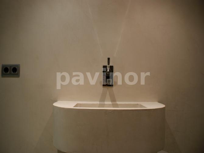 Baño en microcemento gris claro