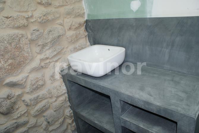Mueble de baño recubierto de microcemento