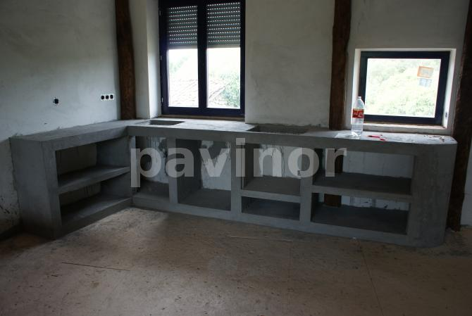 Mueble de cocina de obra recubierto de microcemento